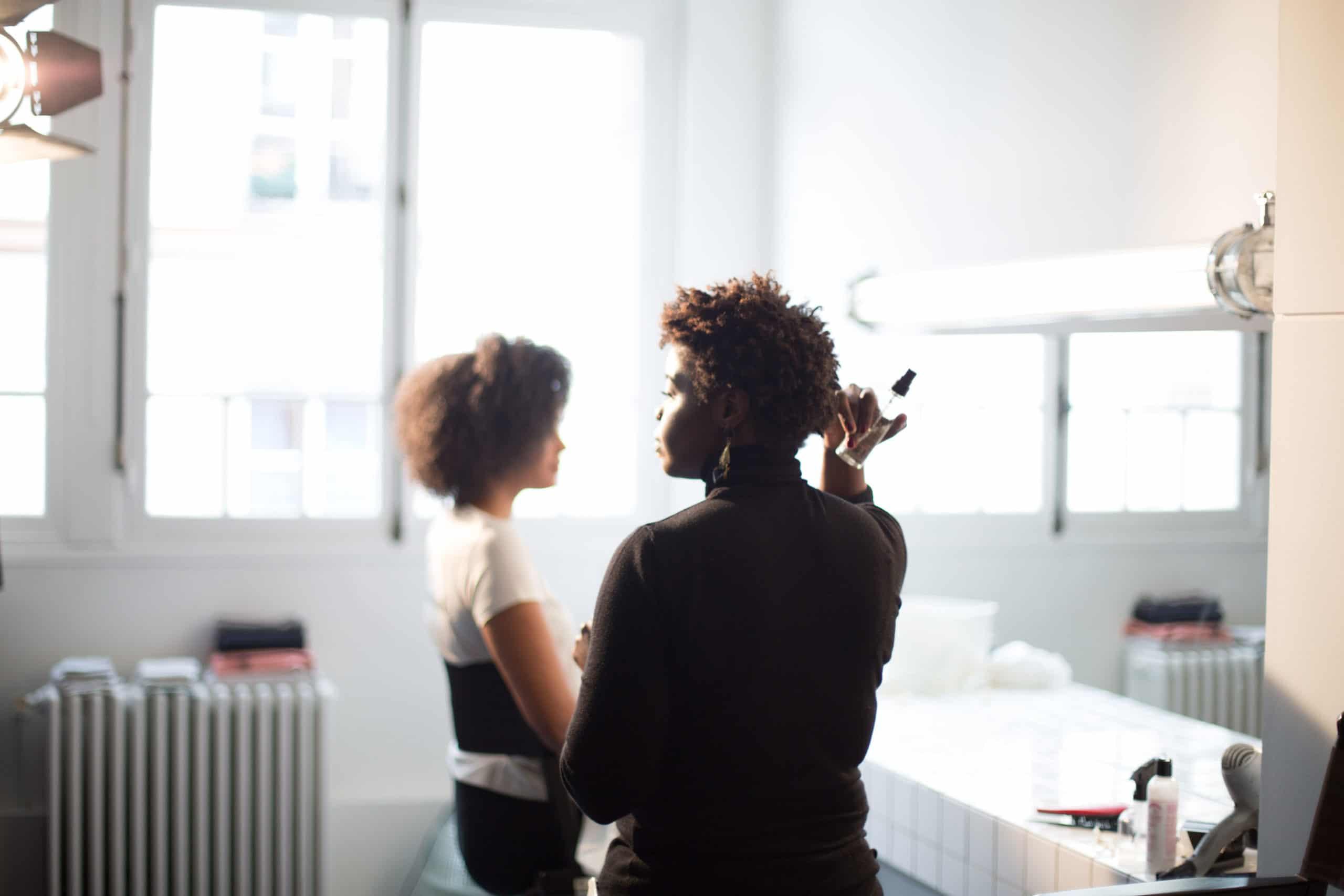 Pourquoi les coiffeurs peinent à convaincre les chevelures naturelles